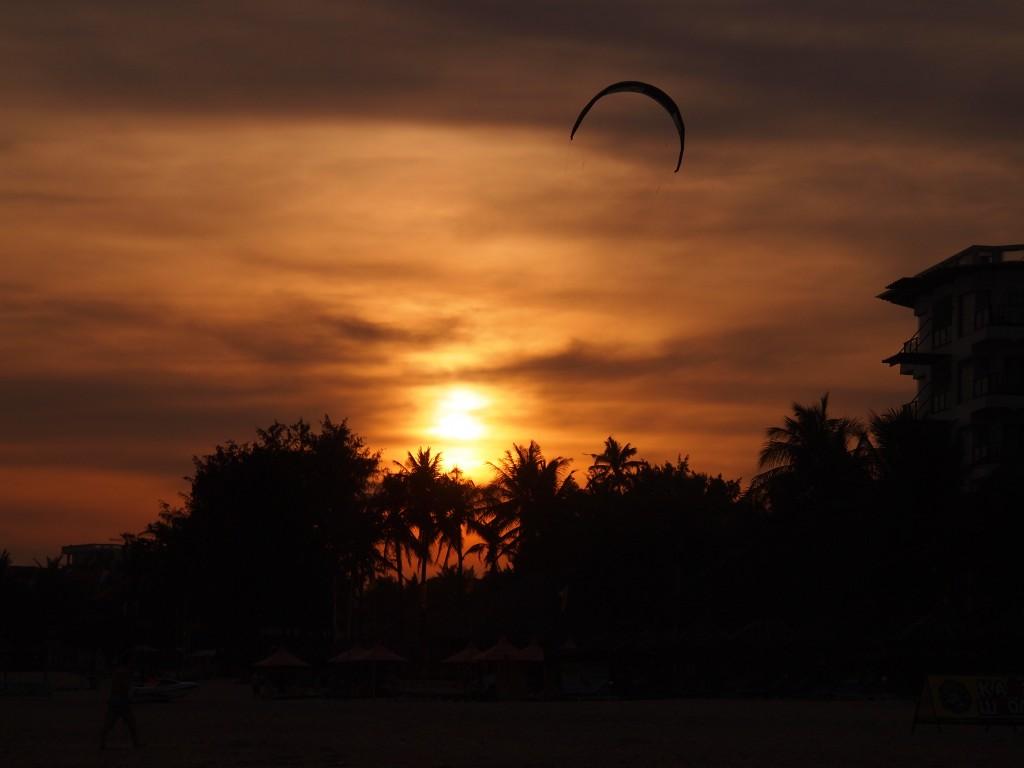 Kite Surf sous le soleil couchant