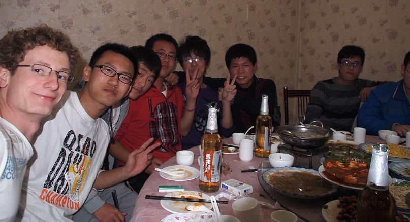 Repas local étudiant avec l'équipe de Basketball d'un amis chinois