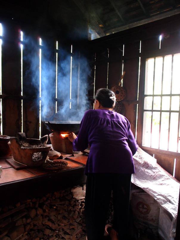 Cuisine dans une maison traditionnelle vietnamienne
