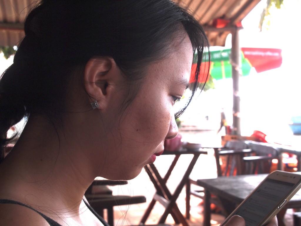 Em Thu attends le bateau